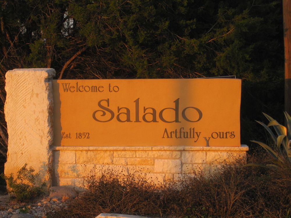1200px-Salado,_TX_welcome_sign_IMG_2431