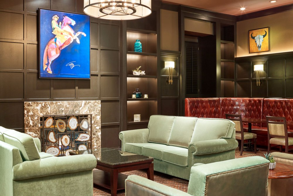 Prettiest-Hotels-Around-Plano-to-Grab-a-Cocktail-Image2