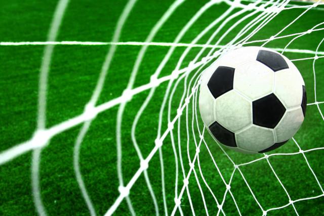 soccer-football-ball-in-goal-net-o-640x427