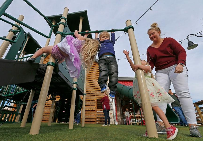 1525972163-NG_guide.playgroundrestos.03--18_JL_01