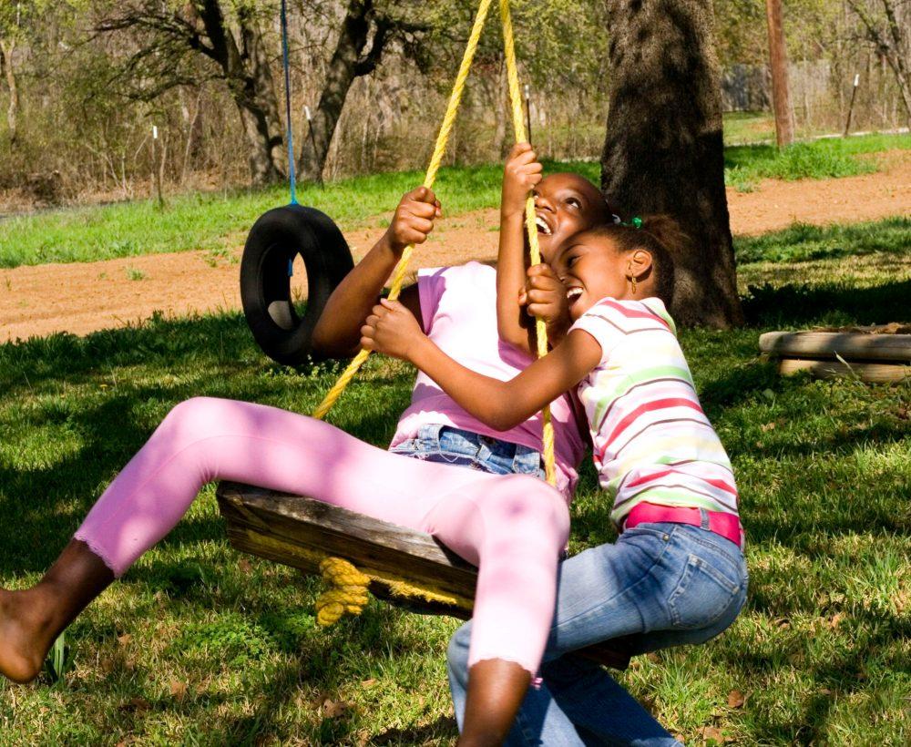 kids_swing_backyard_play_children_summer